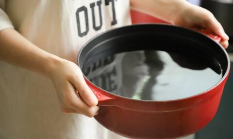 Τέσσερις τρόποι για να καθαρίσετε εύκολα την καμένη κατσαρόλα