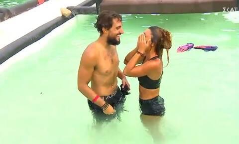 Survivor: Το ξαφνικό φιλί του Σάκη στη Μαριαλένα (video)
