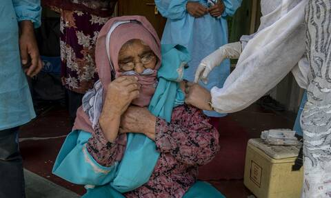 Κορονοϊός: Εκατό πρώην ηγέτες χωρών απευθύνουν έκκληση παγκόσμιας συνεργασίας για τον εμβολιασμό