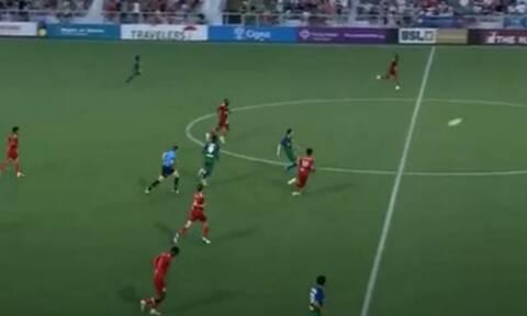 Μυθικό γκολ στην Super League 2 των ΗΠΑ - Σκόραρε πίσω από τη σέντρα (video)