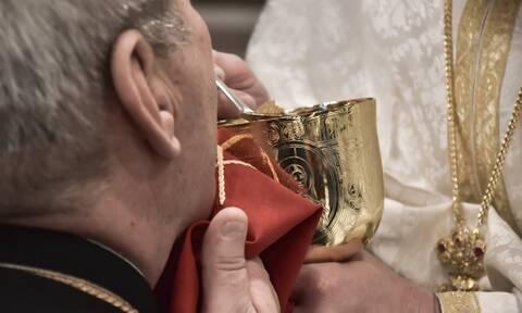Ιωάννινα: Σε αργία δύο ιερείς επειδή κοινώνησαν με πλαστικά κουτάλια μιας χρήσεως