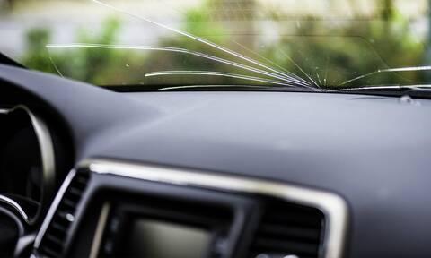 Οδηγούσε και ξαφνικά... καρφώθηκε κάτι στο τζάμι - Δείτε τι ήταν αυτό (photos)