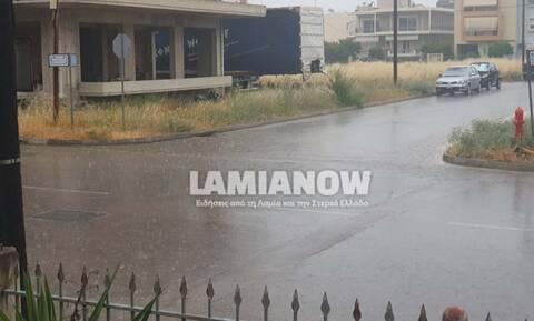 Κακοκαιρία: «Άνοιξαν οι ουρανοί» στη Λαμία - Έντονη χαλαζόπτωση στη Λιβαδειά (vids)