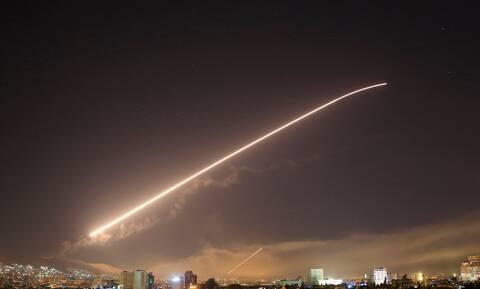 Συρία: Τουλάχιστον 8 στρατιώτες και παραστρατιωτικοί νεκροί στις αεροπορικές επιδρομές