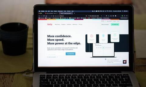 «Bug» στο λογισμικό πίσω από τα διεθνή προβλήματα σε μεγάλα sites, λέει η Fastly