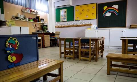 Αλλαγές στα σχολεία από Σεπτέμβριο: Αγγλικά στα νηπιαγωγεία - Τι θα ισχύει με το πρόγραμμα