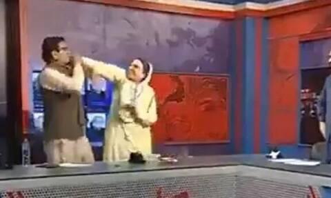 Ξύλο σε ζωντανή μετάδοση σε debate πολιτικών στο Πακιστάν – Το βίντεο που έγινε viral