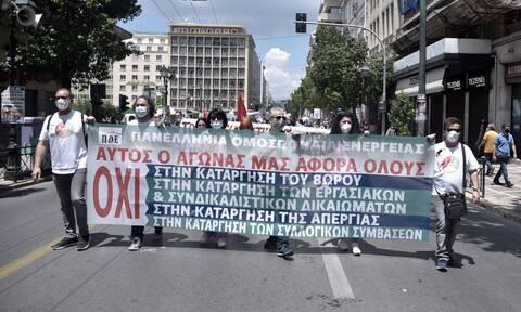 Απεργία: «Κάτω τα χέρια από τα δικαιώματά μας» φώναξαν χιλιάδες εργαζόμενοι στο κέντρο της Αθήνας