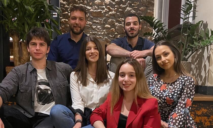 Οι φοιτητές πίσω από το «έξυπνο» σκουφάκι κολύμβησης για άτομα με προβλήματα όρασης στο Newsbomb.gr