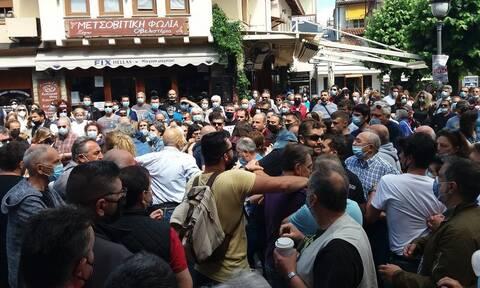 Ιωάννινα: Επεισόδια μεταξύ μελών του ΣΥΡΙΖΑ και αντιεξουσιαστών κατά την πορεία για τα εργασιακά
