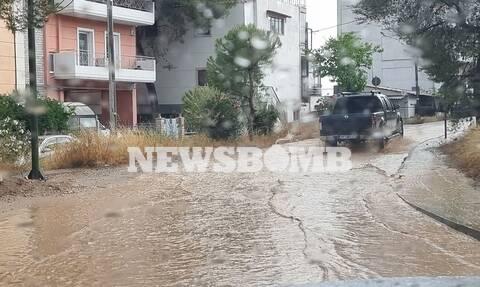 Καιρός: Δρόμοι... ποτάμια σε Καματερό, Φυλή και Ίλιον από την καταιγίδα - «Χείμαρρος» η Λ. Αθηνών