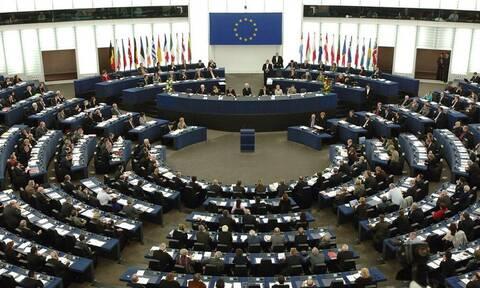 Η Ευρωβουλή θα κινηθεί νομικά κατά της Κομισιόν εάν δεν συνδέσει Ταμείο Ανάκαμψης με Κράτος Δικαίου