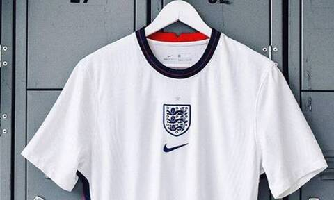 Euro 2020: Τα καπέλα της παράδοσης στους παίκτες των «λιονταριών»! (Photos)