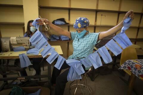 «Οι μάσκες είναι σαν τις…ζώνες ασφαλείας» - Θα μας συντροφεύουν για πάντα λέει Βρετανίδα επιστήμονας