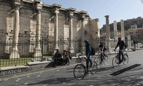 Κρούσματα σήμερα: 400 νέες μολύνσεις στην Αττική και 84 στη Θεσσαλονίκη