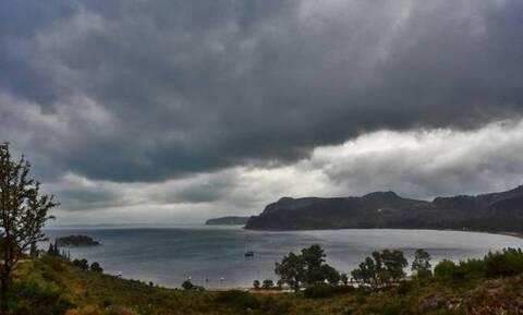 Καιρός Σαββατοκύριακο: Άστατος με βροχές και χαλάζι - Ποιες περιοχές θα επηρεαστούν