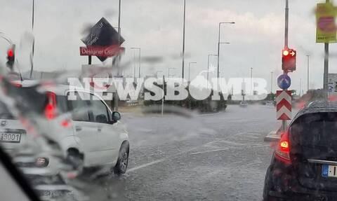 Καιρός ΤΩΡΑ: «Σκοτείνιασε» ξανά στην Αθήνα - Προσοχή τις επόμενες ώρες - Έκτη μέρα καταιγίδων