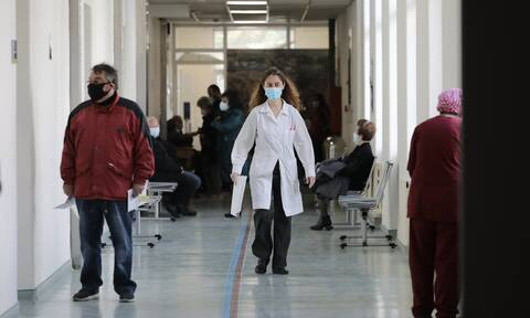 Κορονοϊός - Τζανάκης: Οι υγειονομικοί που δεν εμβολιάζονται, να μεταφερθούν σε άλλες υπηρεσίες
