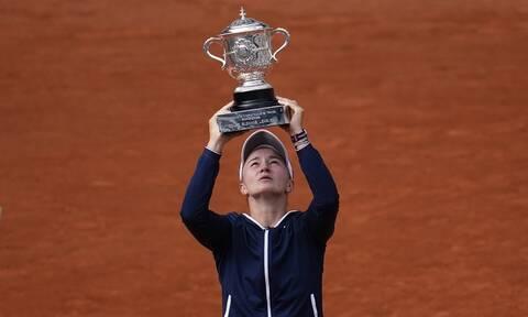 Roland Garros: Απέκλεισε τη Σάκκαρη και το σήκωσε η Κρεϊτσίκοβα! (videos)