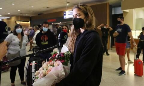 Μαρία Σάκκαρη: Επιστροφή στην Αθήνα με αγκαλιές και συγκίνηση – Η ατάκα για Τσιτσιπά και Τόκιο