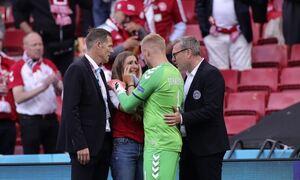 Κρίστιαν Έρικσεν: Μπήκε στο γήπεδο η γυναίκα του και ξέσπασε σε κλάματα – Συγκλονιστικές εικόνες