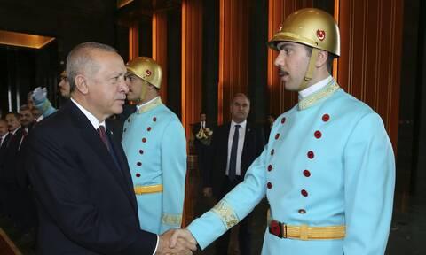 Τουρκία: Ο λαός πεινάει, αλλά ο Ερντογάν «χρυσοπληρώνει» την προσωπική φρουρά του