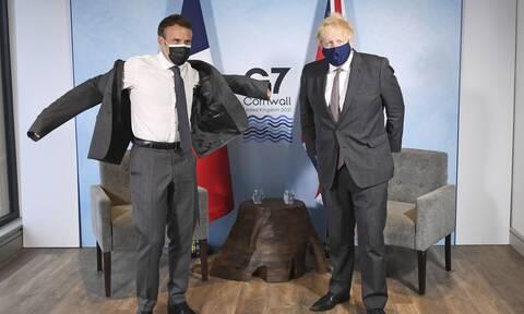 G7: Ο Μακρόν «αρπάχτηκε» με τον Μπόρις Τζόνσον- Ποιος ήταν ο λόγος