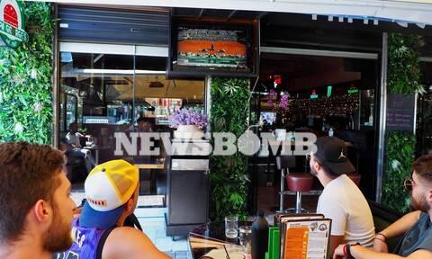 Ρεπορτάζ Newsbomb.gr: Τσιτσιπάς - Τζόκοβιτς καθήλωσαν τους θαμώνες καφετεριών στις τηλεοράσεις!