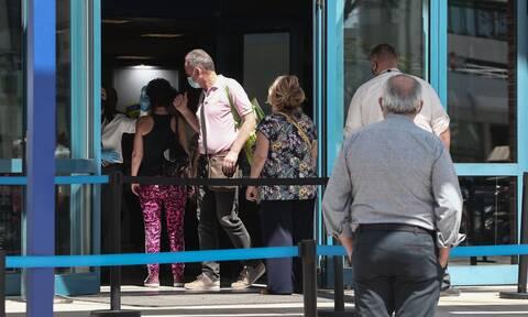 Κορονοϊός - Βασιλακόπουλος: Τι πρέπει να γίνει με όσους δεν εμβολιάζονται - Προνόμια και περιορισμοί