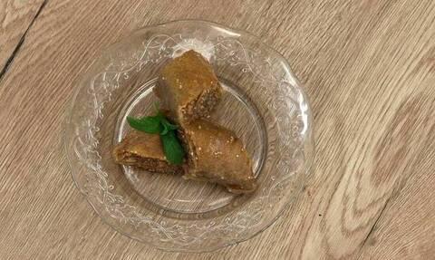 Πεντανόστιμη σουσαμόπιτα από τον Άκη Πετρετζίκη