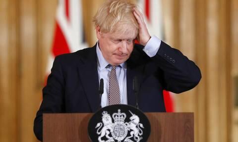 Βρετανία: Παράταση περιοριστικών μέτρων ανακοινώνει ο Τζόνσον - Ανησυχία για την ινδική μετάλλαξη