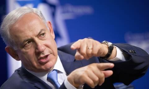 Nετανιάχου: Κάθισε «από συνήθεια» στην καρέκλα του πρωθυπουργού μετά απο 12 χρόνια στην εξουσία