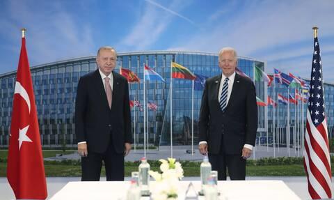 Σύνοδος ΝΑΤΟ: Ολοκληρώθηκε η συνάντηση Μπάιντεν – Ερντογάν - Συζητήσεις αντιπροσωπειών ΗΠΑ, Τουρκίας