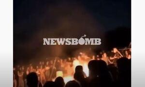 Βίντεο-ντοκουμέντο Newsbomb.gr: Ξέφρενο κορονοπάρτι στη Γλυφάδα - Έκαψαν 60 ομπρέλες στην παραλία