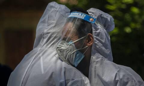 Κορονοϊός - ΗΠΑ: Ξεπέρασαν τους  600.000 θανάτους - 166 εκατ. είναι οι εμβολιασμοί