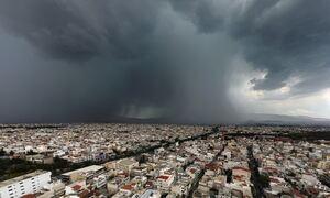 Καιρός ΤΩΡΑ: «Φθινόπωρο» στην καρδιά του Ιουνίου - Με καταιγίδες και πτώση της θερμοκρασίας η Τρίτη