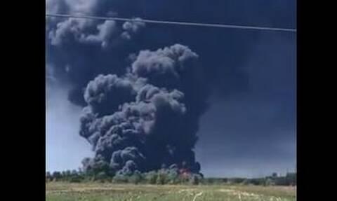 Μεγάλη φωτιά σε χημικό εργοστάσιο στις ΗΠΑ: Εκκένωση περιοχής ακτίνας 1,6 χλμ