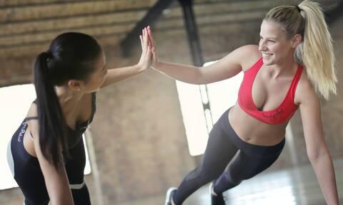 Δυσκολεύεσαι να κάνεις push-ups; Ακολούθησε αυτά τα 5 tips
