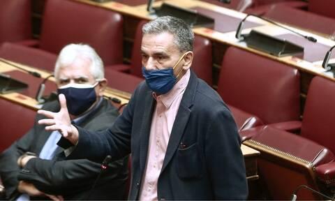 Τσακαλώτος επικαλείται Συνατσάκη στη Βουλή
