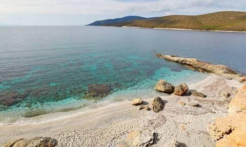 Η πιο έρημη και κρυστάλλινη παραλία βρίσκεται λίγο έξω από την Αθήνα