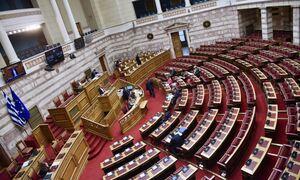 Βουλή LIVE: Η «μάχη» των πολιτικών αρχηγών για τα εργασιακά