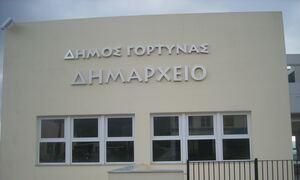 Κρήτη: Χαμός στο δημοτικό συμβούλιο της Γόρτυνας - Κόντεψαν να παίξουν... μπουνιές! (video)