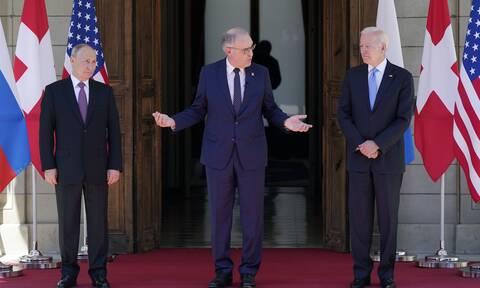 Συνάντηση Μπάιντεν-Πούτιν: «Γιατί φοβάσαι τον Ναβάλνι;» – Πώς αντέδρασαν οι πρόεδροι στην ερώτηση