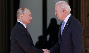 Διπλωματικός «γρίφος»: Τι έκανε ο Μπάιντεν όταν τον ρώτησαν αν εμπιστεύεται τον Πούτιν;