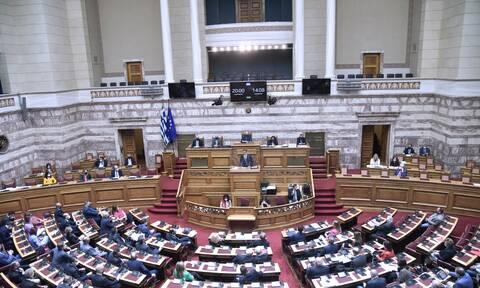 Σε εξέλιξη η ονομαστική ψηφοφορία για το εργασιακό νομοσχέδιο