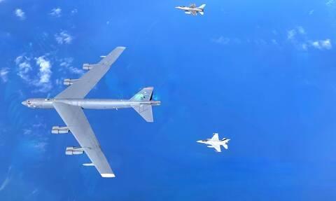 «Spartan Sword»: Φτερό με φτερό ελληνικά F-16 και αμερικανικό βομβαρδιστικό Β-52