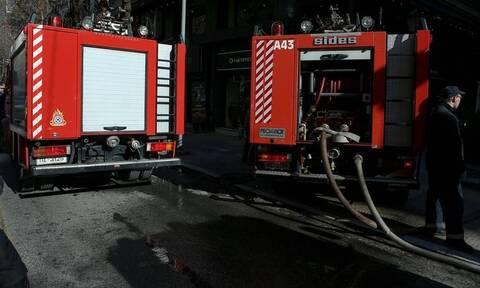Θεσσαλονίκη: Φωτιά σε εγκαταλελειμμένο κτήριο κοντά στον Παλαιό Σιδηροδρομικό Σταθμό