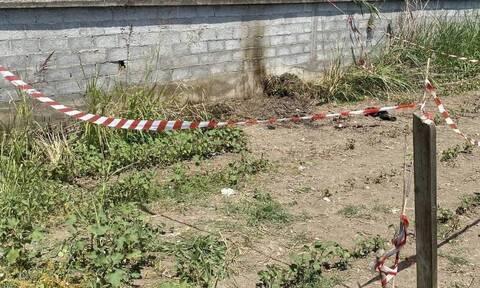 Άγριο έγκλημα στην Κατερίνη: Βρέθηκε θαμμένη καραμπίνα κοντά στο σπίτι του δράστη