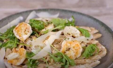 Πένες με γαρίδες αλά κρεμ - Εύκολη συνταγή από τον Άκη Πετρετζίκη