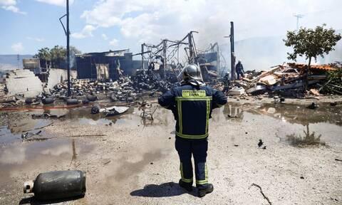 Φωτιά στον Ασπρόπυργο: Εικόνες ολοκληρωτικής καταστροφής από την έκρηξη σε εργοστάσιο (pics)